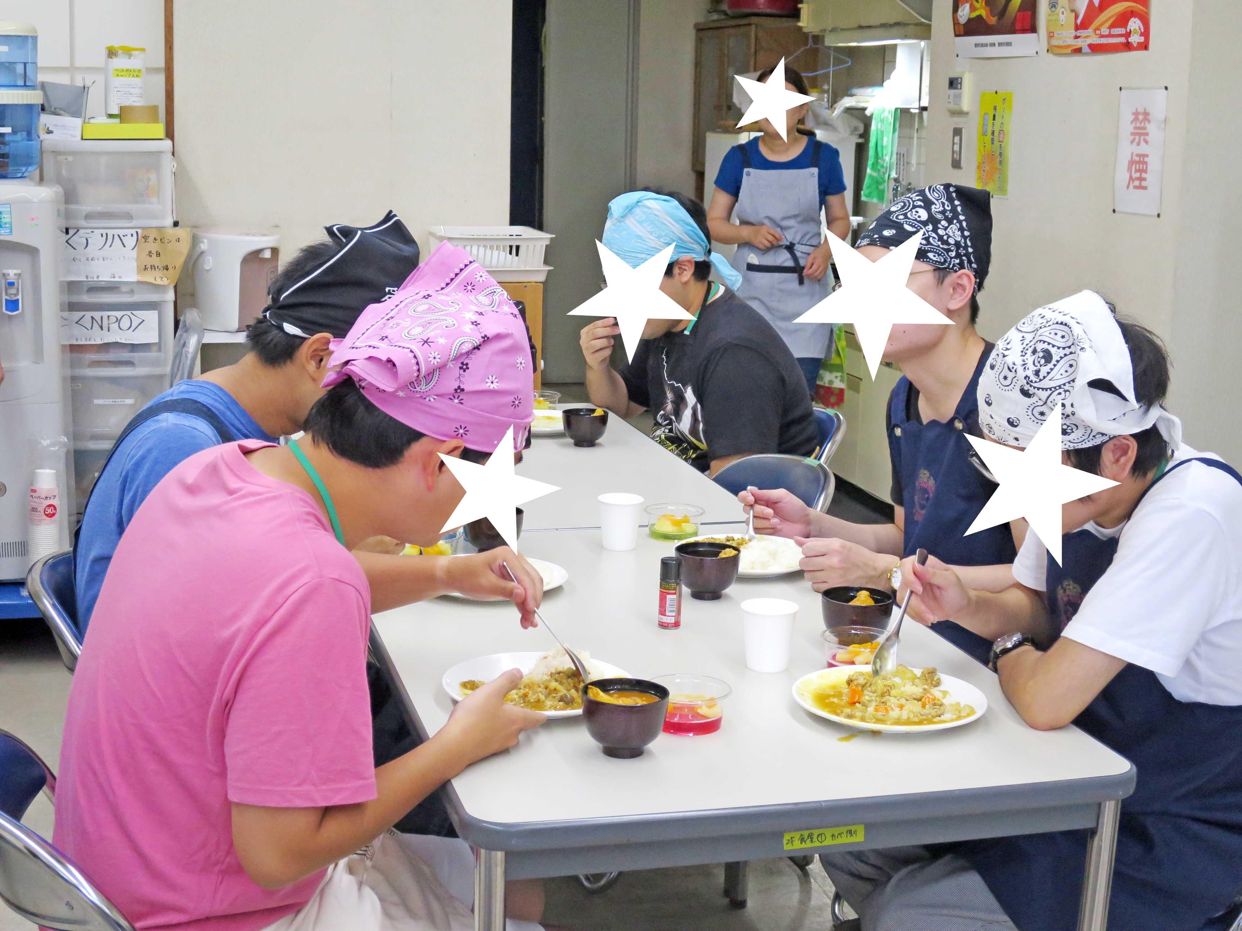 実食中:お椀にはスープカレー