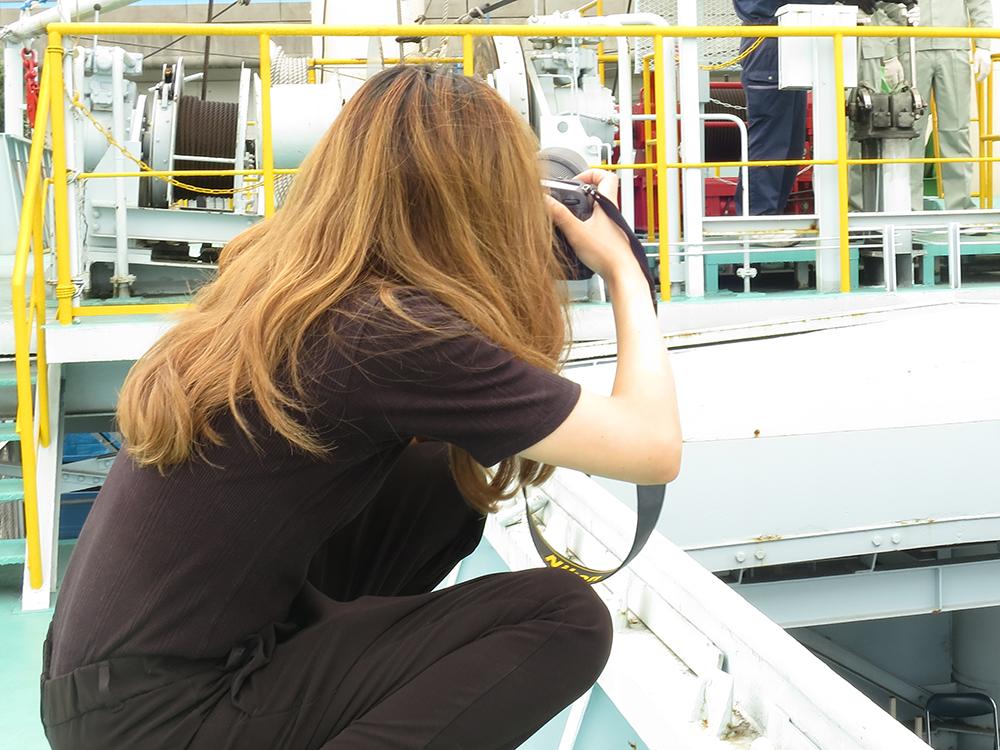 撮影中の写真家