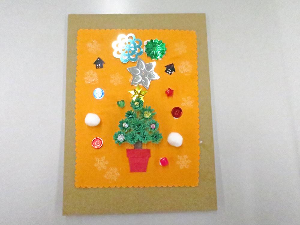 クイリング例:クリスマスツリーの他に結晶などの飾り