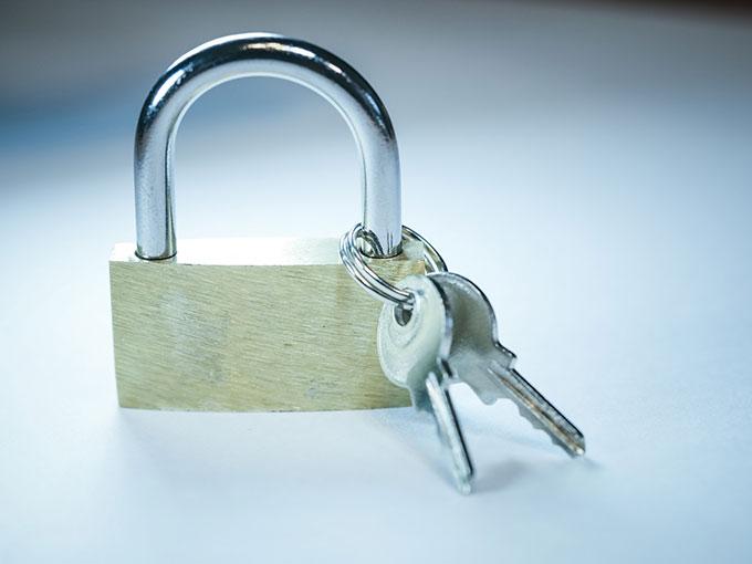 南京錠と鍵のペア(写真はイメージです)